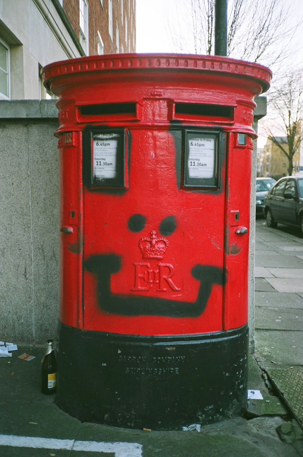 ROYAL MAIL, PRIVATISATION, POST BOXES, GPO, POSTAL DELIVERY, GRAFITTI, PIMLICO, LONDON, DOLPHIN SQUARE, © VAC 100 DAYS 4 MILLION CONVERSATIONS, 2015 GENERAL ELECTION