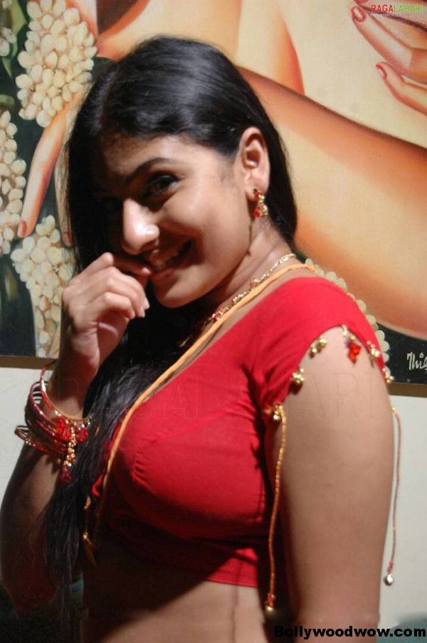 B grade actress cleavage show in red saree
