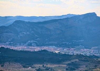 Alcoi i el Barranc del Cint, des del Frares de Serrella