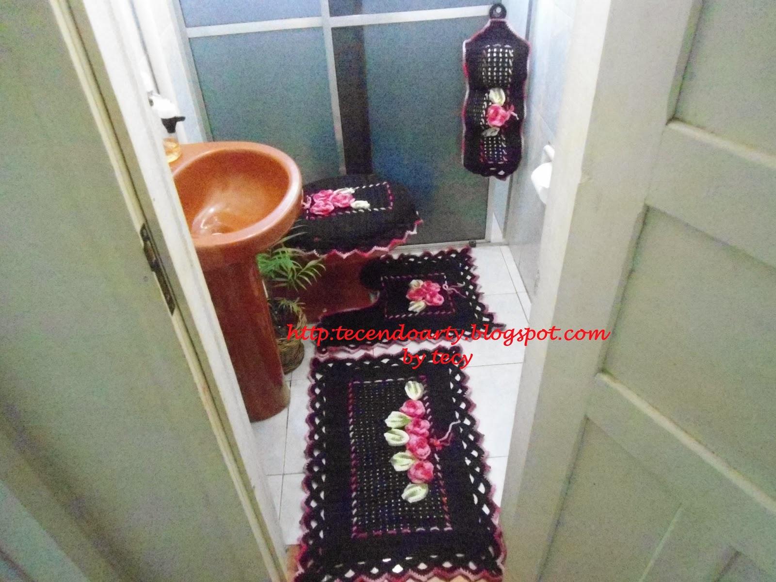 TECENDO ARTY: Jogo de banheiro em barbante preto da fial e com flores  #73342C 1600x1200 Banheiro De Gato Como Fazer