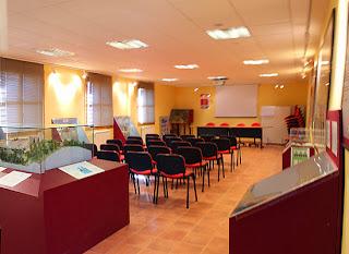 Sala de conferencias y exposiciones del albergue de Ruesta.
