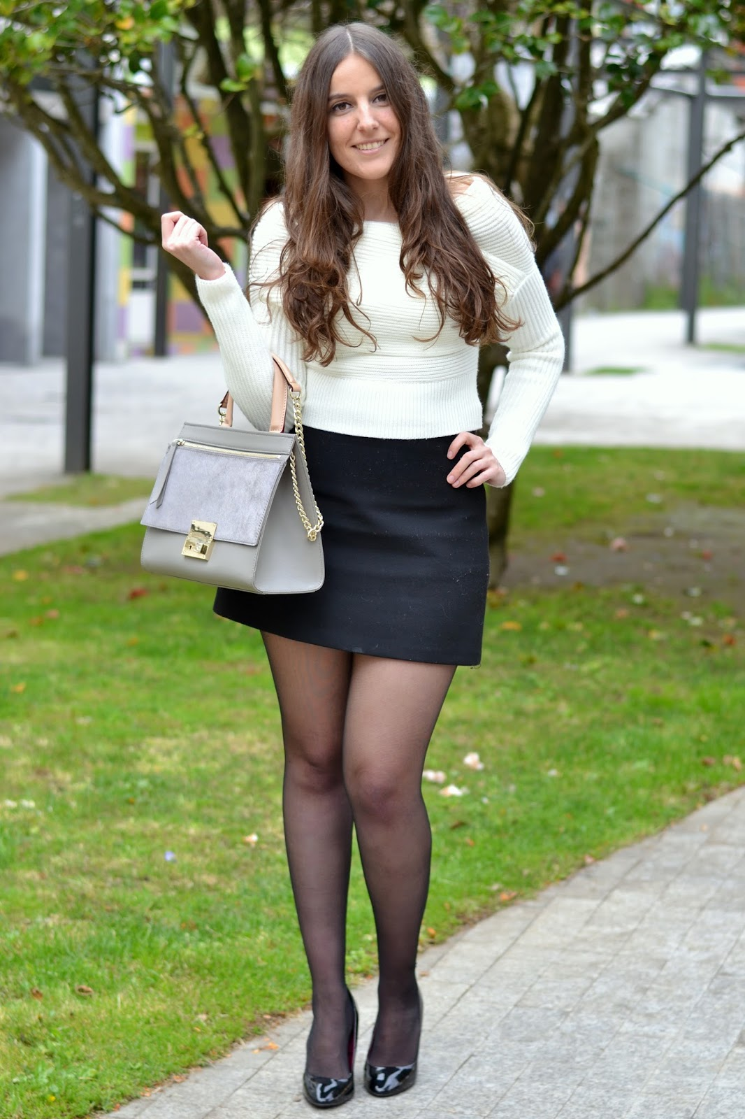 white sheinside sweater, zara black skirt, grey bag purficiación garcía