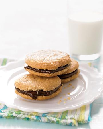 In en om die huis: Chocolate Peanut-Butter Sandwich Cookies