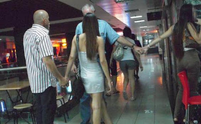 Paket Liburan Tarif Khusus, Ditemani Wanita Cantik Seksi