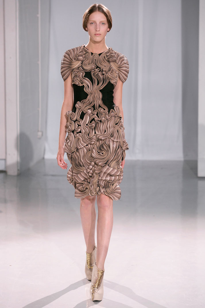 Severely glamorous iris van herpen haute couture fw for Hout couture