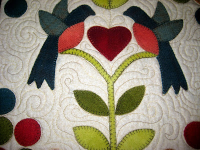 free motion quilting around applique