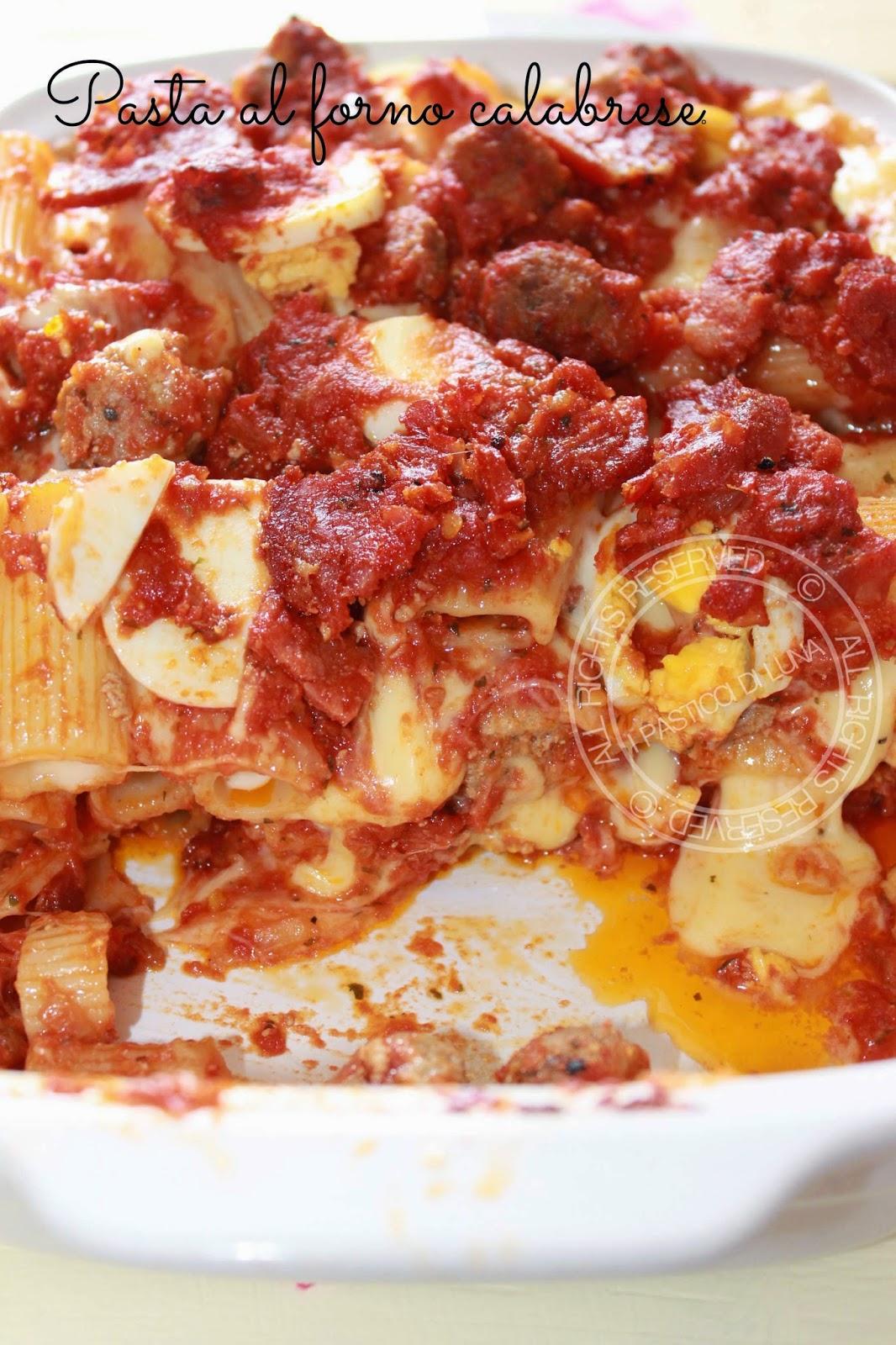 pasta al forno calabrese con soppressata uova e formaggi di I Pasticci di Luna