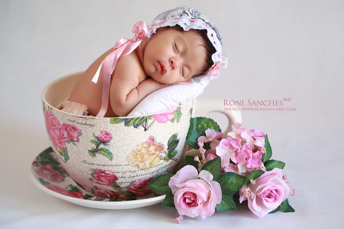 fotos de bebê recém-nascido com 8 dias.