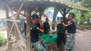 TNI dan Warga Berbagi Kisah dan Pengalaman Lewat Secangkir Kopi di TMMD 107