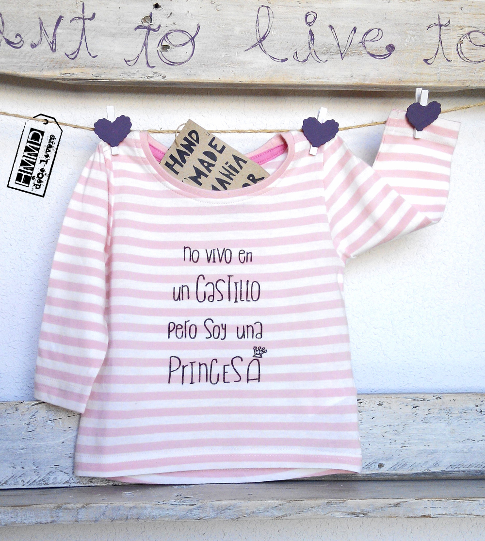 No vivo en un castillo pero soy una princesa. Camisetas para bebés y niñas HMMD Handmademaniadecor, regalo para el día de la madre, día del padre o cumpleaños. T-shirts for girls with phrases by HMMD, ideal for gifts.