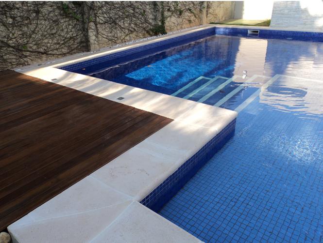 Piscinas modernas tendencia em piscinas coloridas e for Funda piscina redonda