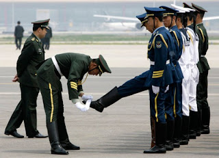 funny pictures chinese soldier shoes brushing