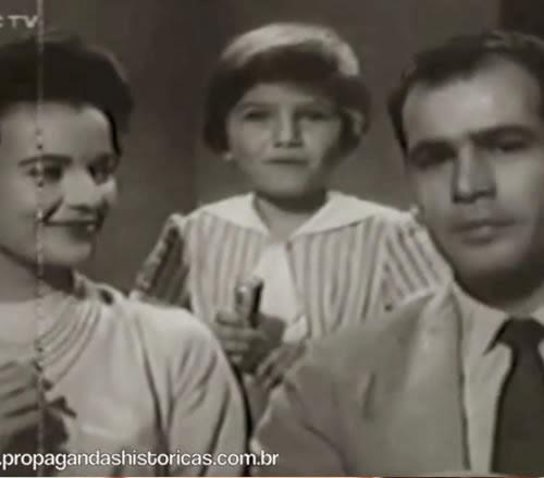 Propaganda do Drops Dulcora veiculada em 1962. Propaganda com forte herança das campanhas de rádio dos anos 40 e 50.