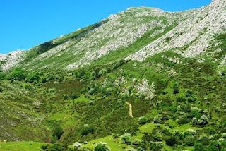 Sierra del Sueve, la Biescona, senda hacia el Pienzu
