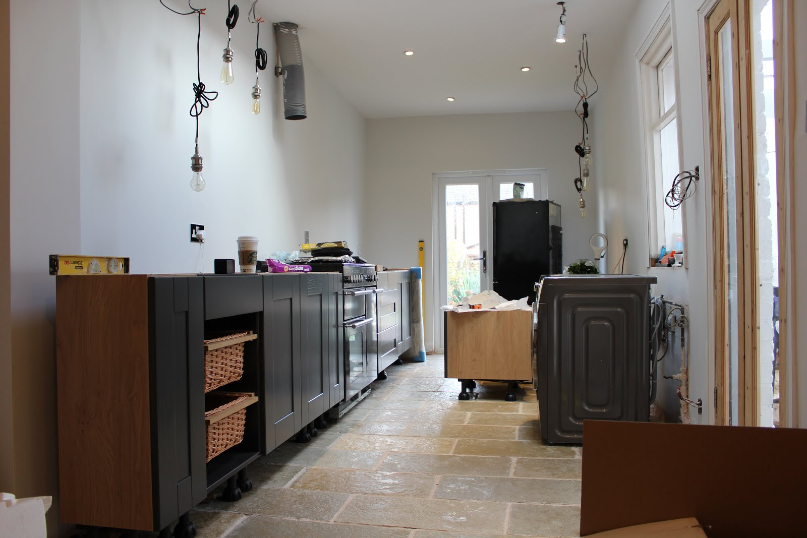 How to fit a DIY Kitchen Kezzabethcouk
