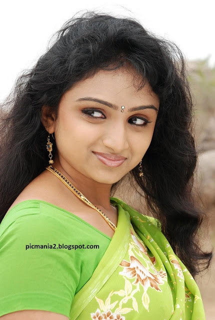 Waheeda hot saree ,Anagarigam film   actress