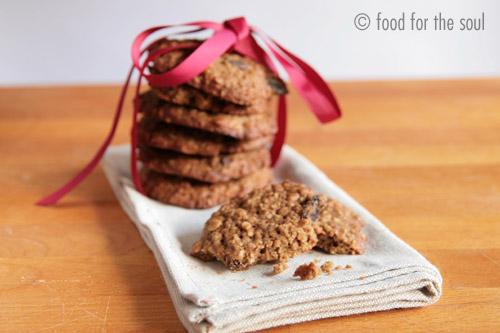 biscottini alla crusca d'avena con spezie e uva passa