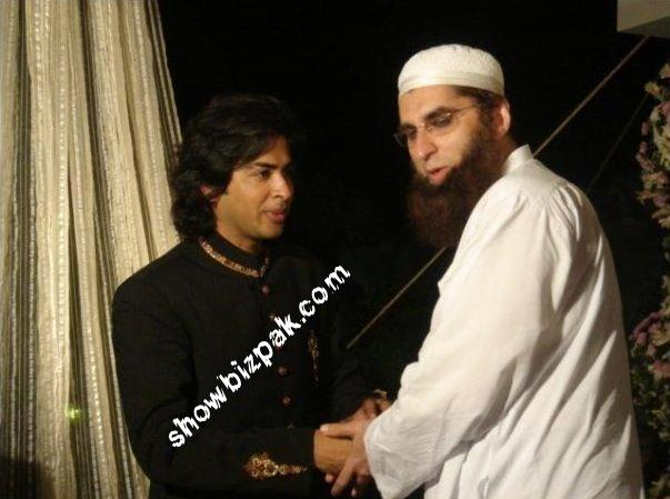 Junaid Jamshed with His Family http://celebritiescouples.blogspot.com/2011/04/shehzad-roy-wedding-pictures.html