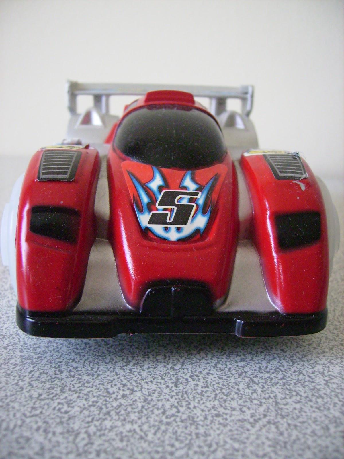 ışıklı arabalar, kırmızı oyuncak araba, müzikli arabalar