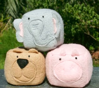 http://www.todomanualidades.net/2013/05/como-hacer-juguetes-de-fieltro-con-sonajero-para-bebes/