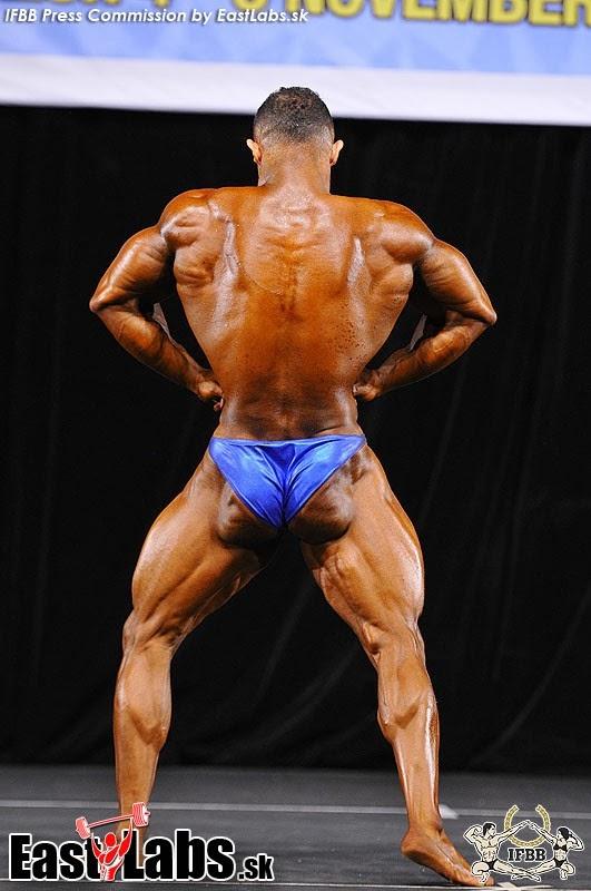 22yo bodybuilder ripped flexing at jockmenlive 1
