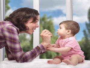 Bolehkah Mengunyahkan Makanan Untuk Bayi? [ www.BlogApaAja.com ]