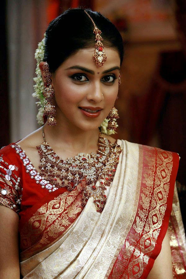 Genelia Gallery Telugu Actress Gallery stills images clips - genelia in telugu movie wallpapers