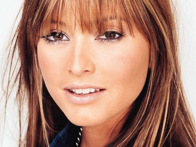 Holly Valance Biography and Photos 2011