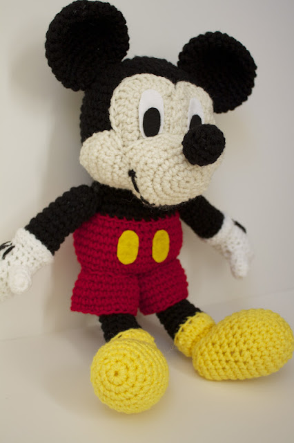 Amigurumi Minnie Mouse Patron : Handmade by Meg K: Crocheted Mickey Mouse [Pattern Review]