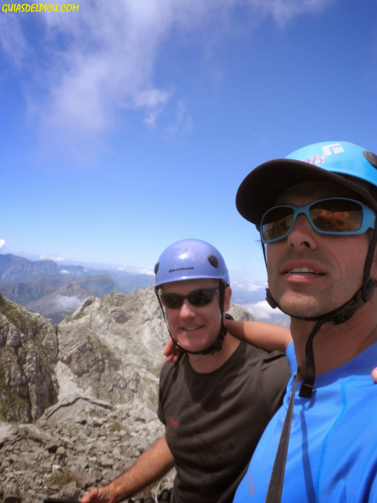 Guia de alta montaña Fernando Calvo Gonzalez, escaladas y crestas en los picos de europa, rab , rab noticias, rab aeon tee