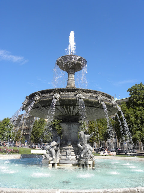 Stuttgarter fountains on Schlossplatz