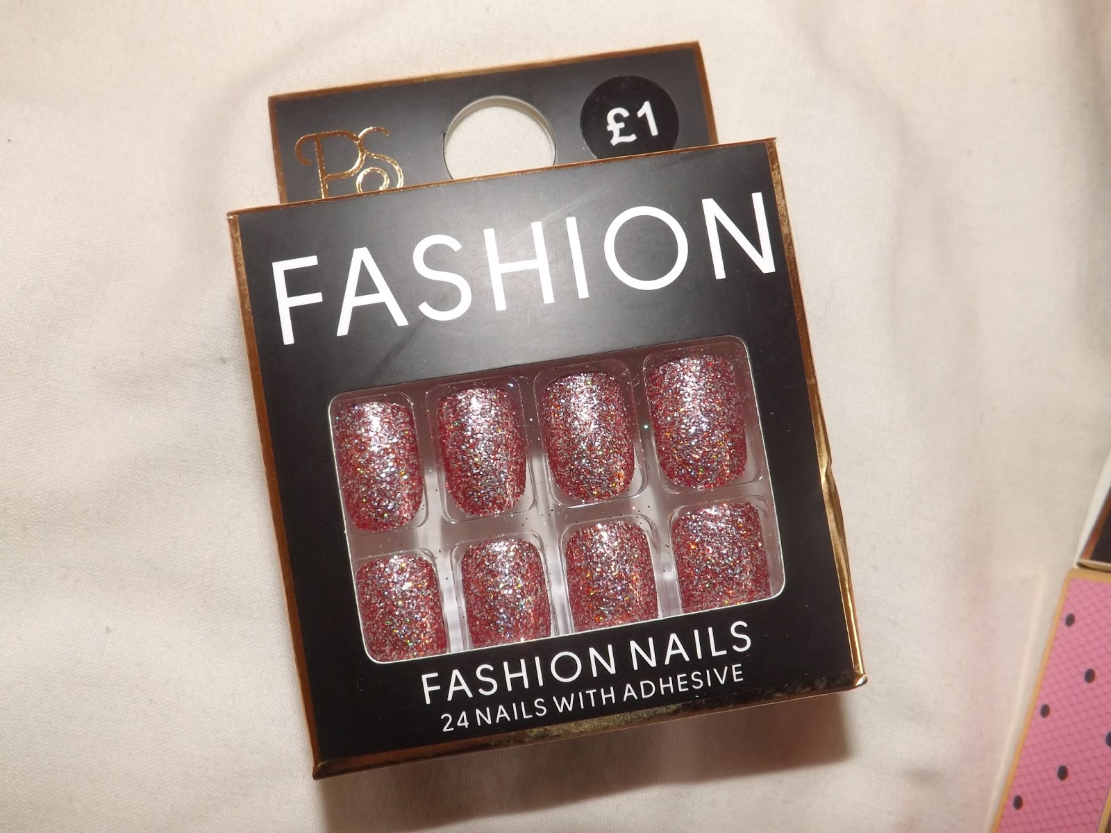 they do plain ones matte ones patterned ones pointy ones and seasonal ones like christmas fake nails which i freak out over