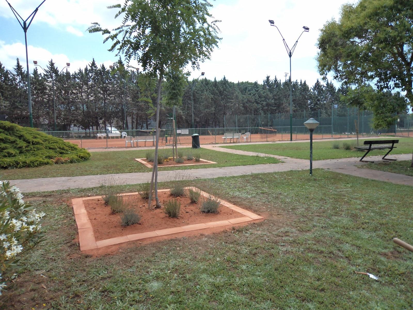 I giardini di carlo e letizia bordura di mattoni rossi for Mattoni per aiuole