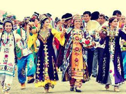 Foto uzbek milliy liboslari