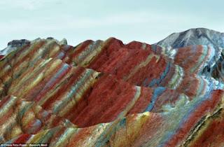 Gunung+Danxia+7 Gunung Danxia, Gunung Kaya Warna Yang Mirip Dengan Pelangi