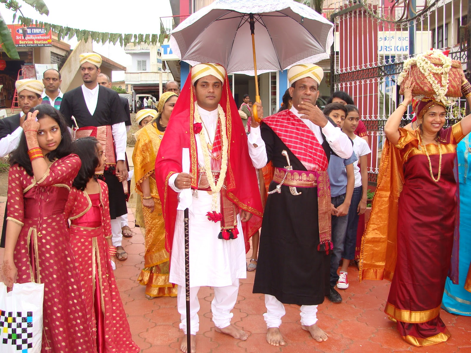 Innovative  Clothing  Traditional Costumes Of Karnataka For Men And Women