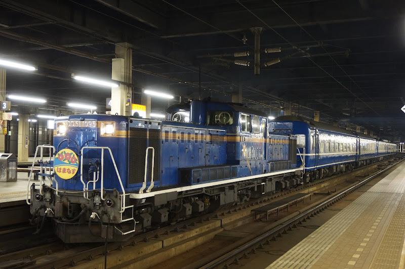 札幌駅に停車中の急行はまなす