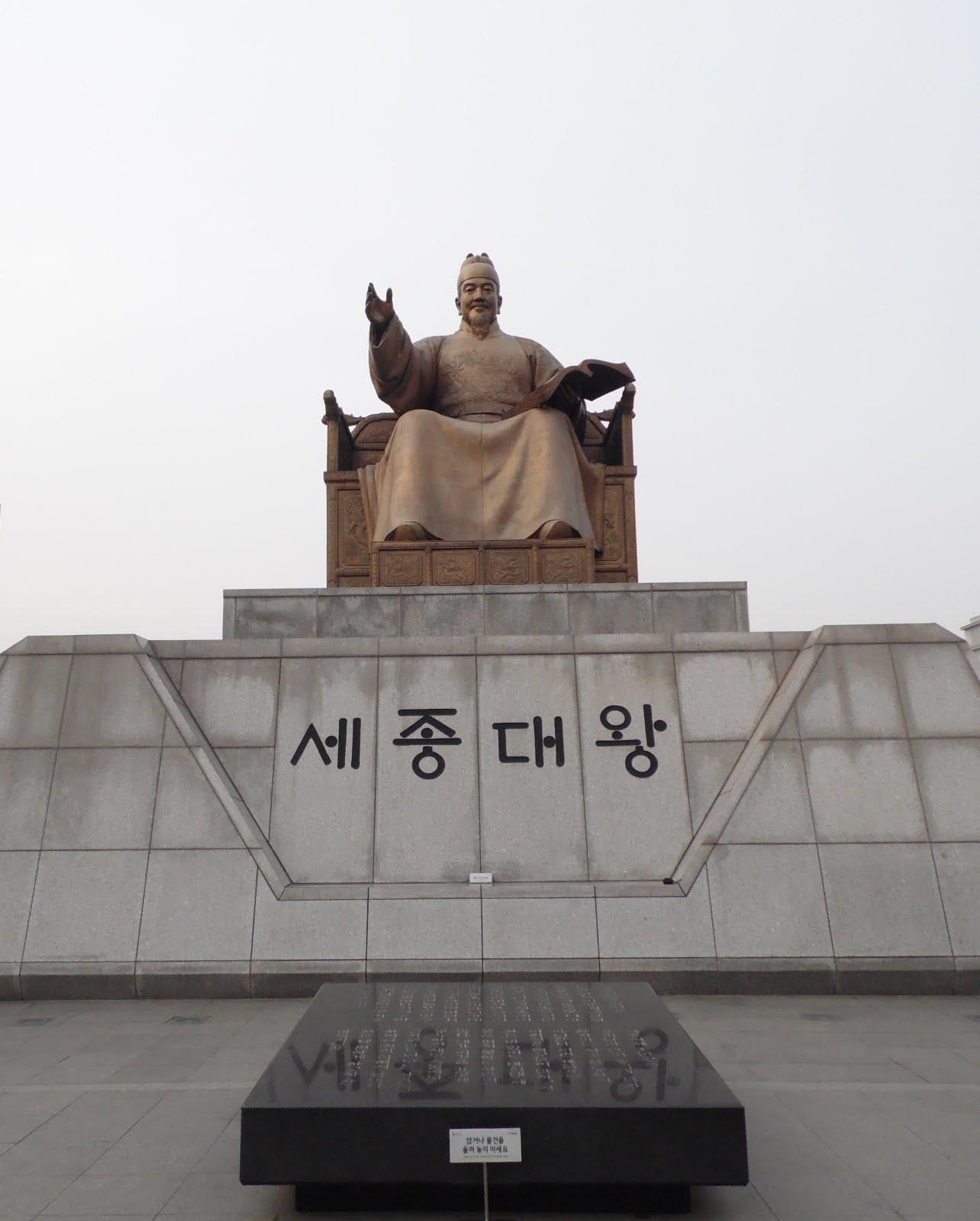 Gwanghwamun Square - King Sejong statue