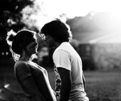 Intento engañarme a mi y a ti diciendo que no significas nada, pero los dos sabemos que no es asi.
