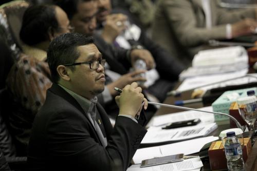 DPR Tuntut Pemerintah Atasi Kenaikan Tarif