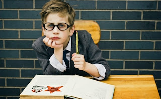 Tanda-Tanda Anak Anda Butuh Kacamata