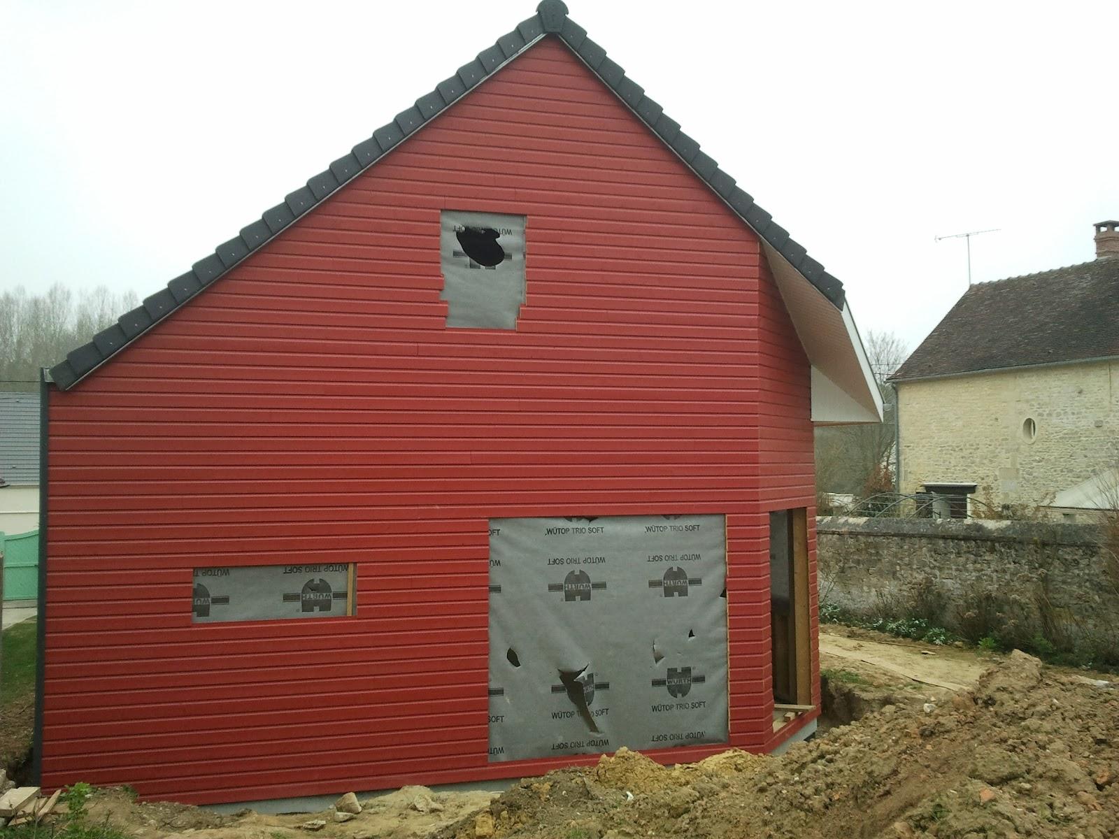 la maison de bois rouge remplacement du clin pvc par du clin en vrais bois. Black Bedroom Furniture Sets. Home Design Ideas