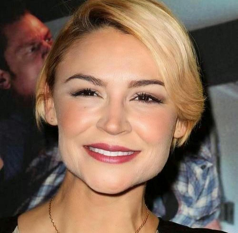 Samaire Armstrong Wallpapers Free Download