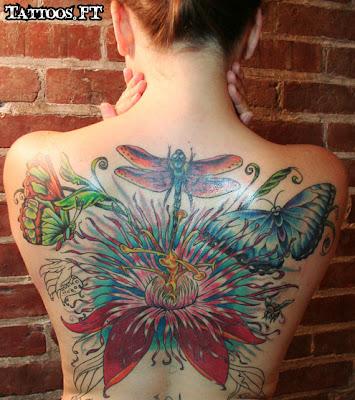 borboleta e flor nas costas Tatoos