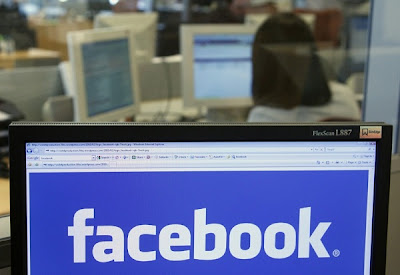 """Facebook anunció este martes una nueva herramienta de búsqueda. """"No estamos haciendo un índice de la red. Estamos haciendo un mapa que es grande y está cambiando"""", indicó el CEO de la red social, Mark Zuckerberg, en un encuentro con periodistas. Zuckerberg indicó que se trata de una herramienta de búsqueda que permita tener acceso a las cosas que las personas comparten en la red social. La herramienta estará basada en personas, fotografías, lugares e intereses. También permite buscar cosas como """"Amigos a los que les guste Star Wars y Harry Potter para una noche en el cine"""". Las acciones"""