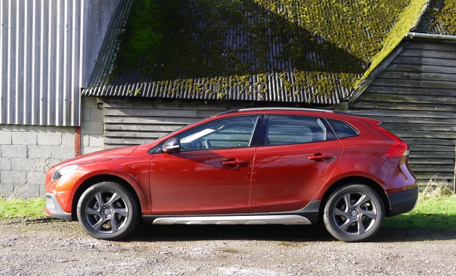 Volvo V40 Cross Country D2 side view