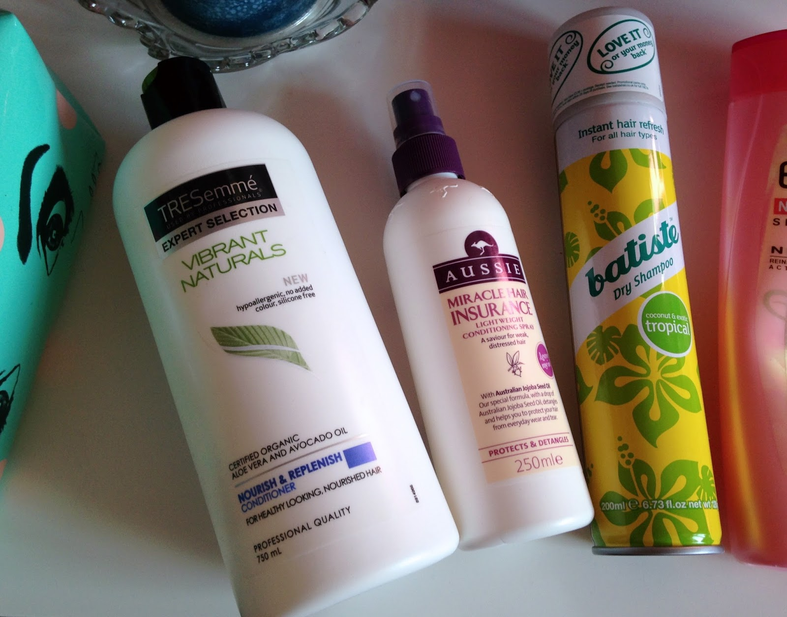 TRESemmé Vibrant Naturals Aussie Miracle Hair Insurance Batiste Tropical
