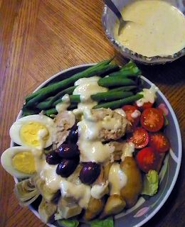 Bowl of Salade with Dressing