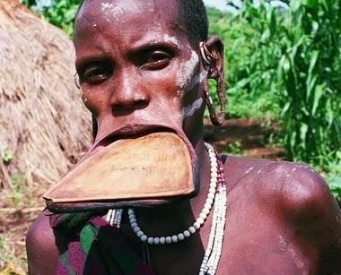 جمال المراءة قبائل افريقيا الشفاه