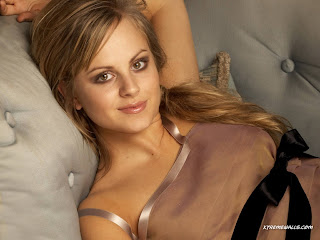 Tina O'Brien Wallpaper with Black Ribbon on Beautiful Shirt